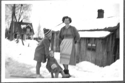 Anni, Aila ja Tapani n. 1955 Vilpeessä